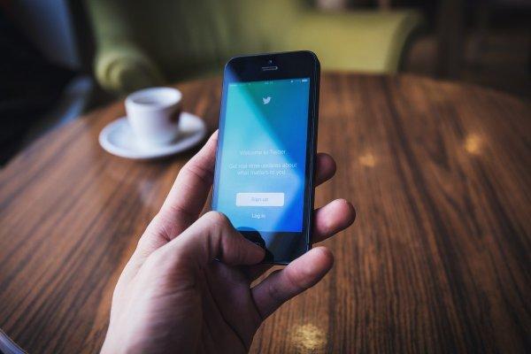 Официальный и фейковый Twitter-аккаунты Роскомнадзора вступили в переписку